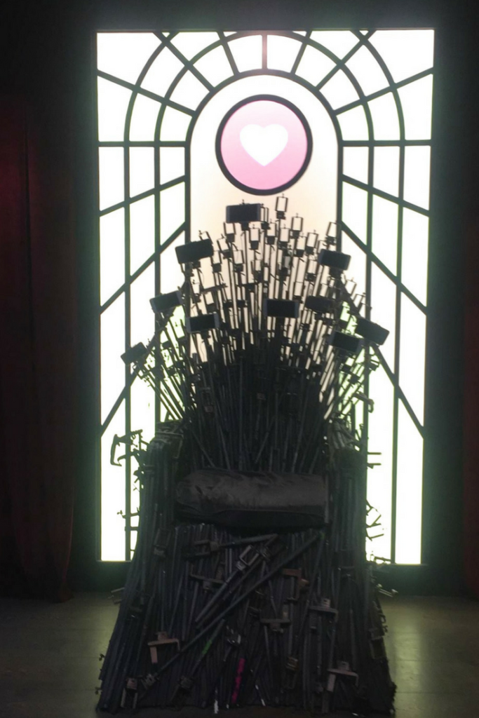 selfie stick throne