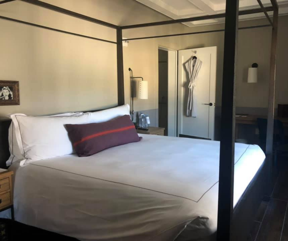 My Review of Staying at The Hollywood Roosevelt Hotel