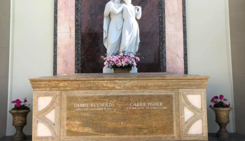 gravesite of debbie reynolds and carrie fisher
