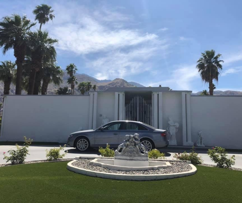 liberace house in palm springs